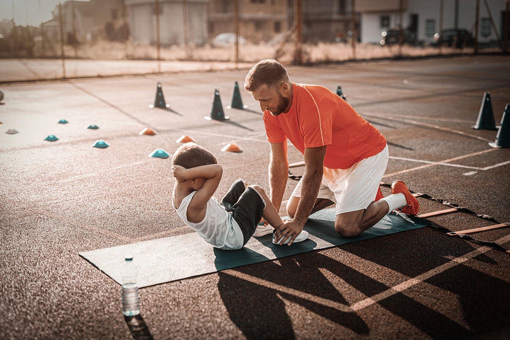 """Dlaczego warto pamiętać o włączaniu """"długich świateł"""" na autostradzie rozwoju sportowego Twojego dziecka?"""